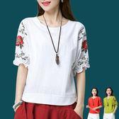 棉麻上衣刺繡花女裝夏季大碼遮肚子顯瘦中袖白色寬鬆短袖t恤 Ic1149『毛菇小象』