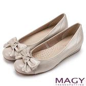 限時特賣-MAGY 通勤必備 雙皮質拼接扭結蝴蝶結娃娃鞋-金色