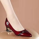 粗跟鞋 真皮足意爾康新款單鞋女粗跟尖頭酒紅色春鞋淺口皮鞋中跟大碼女鞋