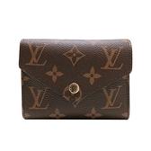 【台中米蘭站】全新品 Louis Vuitton Victorine 帆布印花三折金釦信封短夾(M62472-咖)