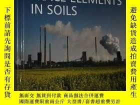 二手書博民逛書店◇英文原版書罕見Trace Elements in Soils