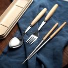日式 不鏽鋼 木柄餐具組 三件組 筷子 湯匙 叉子 環保餐具 餐廚用品【RS856】