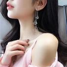 現貨 韓國女神氣質浪漫蝴蝶水鑽不對稱流蘇925銀針耳環 S93625 批發價 Danica 韓系飾品 韓國連線