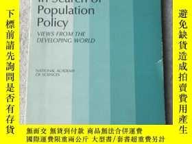 二手書博民逛書店In罕見Search of Population Policy: