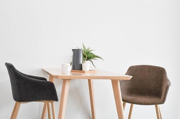 【歐雅系統家具】維拉特布餐椅-棕 / 北歐風 / 椅子 / 兩色選擇 / 無印風 / 時尚配色 / 餐椅