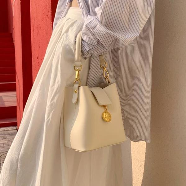 春季新品  小眾設計包包奶油白迷你水桶包女包小包包女斜挎包 小艾新品