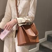 水桶包 高級感包包洋氣女包2020新款潮韓版百搭斜挎包單肩時尚復古水桶包