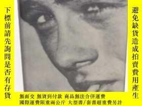 二手書博民逛書店The罕見James Dean Story: A Myth-shattering Biography Of An