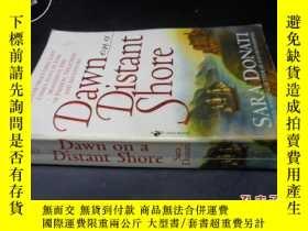 二手書博民逛書店Dawn罕見on a Distant Shore5919
