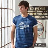 【JEEP】美式條紋斑駁文字短袖TEE (藍黑)