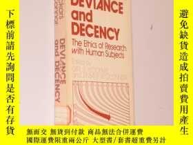二手書博民逛書店Deviance罕見and decency : the ethi