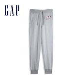 Gap男裝 Logo棉質縮口鬆緊休閒褲 567871-麻灰色