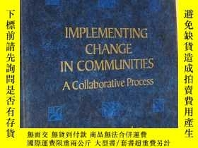 二手書博民逛書店IMPLEMENTING罕見CHANGE IN COMMUNIT