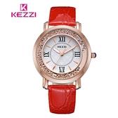 【17mall】珂紫KEZZI羅馬復古創意流沙水鑽皮帶石英手錶-紅