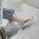 涼鞋女ins潮2021年夏季新款百搭軟底沙灘鞋一字扣夾趾平底羅馬鞋 果果輕時尚