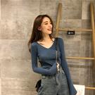 秋冬女裝2019新款V領長袖T恤針織衫修身漏鎖骨毛衣打底衫百搭上衣