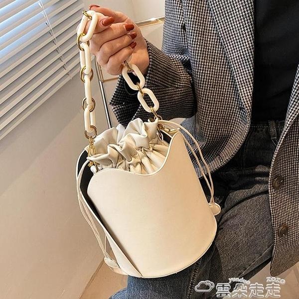 高級感包包女2021新款潮時尚亞克力鍊條手拎水桶包小眾側背斜背包  雲朵 618購物