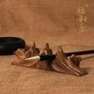 雅軒齋 隨形紅木雕刻山形毛筆擱毛筆架 筆...