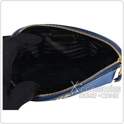 PRADA經典金字LOGO荔枝紋小牛皮拉鍊化妝包(深藍)