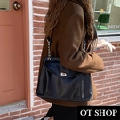 OT SHOP [現貨] 側肩背 斜肩背 斜跨 大方包 通勤包 大容量 黑色質感皮革 雙層拉鍊袋 復古百搭 H2104