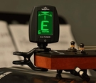 原裝卡馬吉他調音器尤克里里古典電吉它通用校音器民謠吉他調音器 小明同學