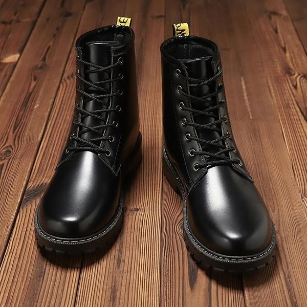 男士靴子 馬丁靴男中幫工裝靴英倫風高幫皮鞋潮男靴子秋冬百搭短靴加絨皮靴【快速出貨】
