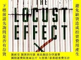 二手書博民逛書店The罕見Locust Effect: Why The End Of Poverty Requires The E