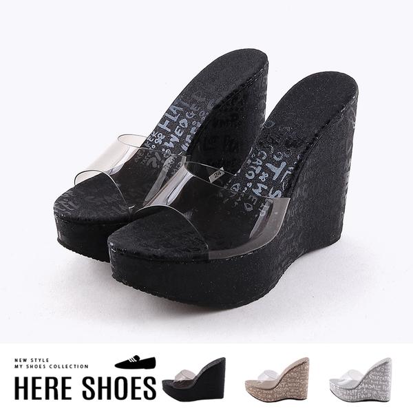 [Here Shoes] 跟高 前4.5 後13.5 cm 亮粉透明鞋面英文字母塗鴉印花楔型高跟鞋-KC2019