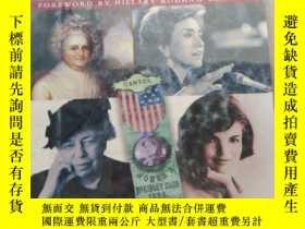 二手書博民逛書店The罕見Smithsonian Book of the First Ladies Their Lives ,