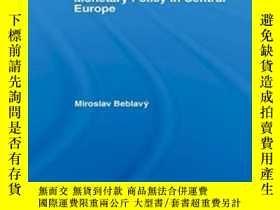 二手書博民逛書店Monetary罕見Policy In Central Euro