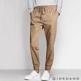 【GIORDANO】男裝素色彈力棉抽繩束口褲(11 虎眼卡其)