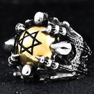 《 QBOX 》FASHION 飾品【R10BR8-285】精緻個性六芒星魔爪骷顱頭鑄造鈦鋼戒指/戒環