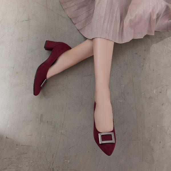 【Fair Lady】芯太軟 知性⽅框麂⽪尖頭高跟鞋 酒紅