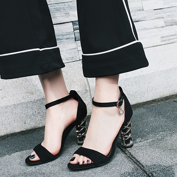 大尺碼女鞋 2019新款潮流時尚款絨皮一字帶高跟涼鞋~2色