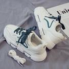 休閒鞋 小白鞋女2020夏季新款運動休閒老爹鞋韓版白鞋爆款百搭板鞋ins潮「草莓妞妞」