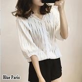 【藍色巴黎】 小清新V領簍空蕾絲七分袖上衣【28576】