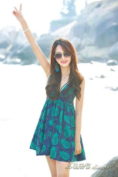 印花海灘裙綠色露背洋裝V領吊帶女夏高腰蜜月裝短裙子【米蘭街頭】