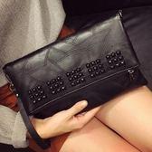 斜背包 秋季韓版新款鉚釘女士手拿時尚百搭大容量手抓包側背斜背包【 Z 】