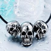 《QBOX 》FASHION 飾品【CBP8-216】精緻龐克風三顆骷顱頭鑄造鈦鋼墬子項鍊