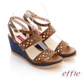 effie 輕音躍系列 全真皮輕量鏤空丹寧布料楔型涼鞋 咖啡色