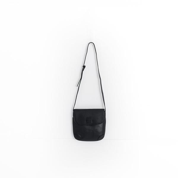Queen Shop【06010371】小方形補丁掀蓋肩背包 三色售*現+預*