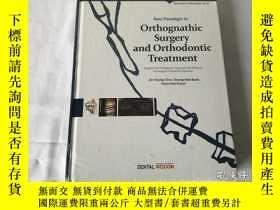 二手書博民逛書店英文原版书罕見Orthognathic Surgery and Orthodontic Treatment(正颌外