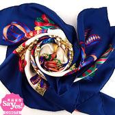 【奢華時尚】秒殺推薦!HERMES 寶藍色底禮物徽章緞帶印花90公分絲質大披肩絲巾(九成新)#23324