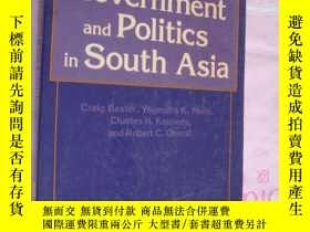二手書博民逛書店Government罕見and Politics in Sout
