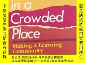 二手書博民逛書店Life罕見in a Crowded Place: Making