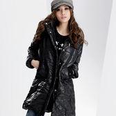 鋪綿連帽外套--吸睛注目焦點-腰身剪裁鋪棉連帽毛邊素面長外套(黑.紫M-2L)-J72眼圈熊中大尺碼