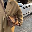 水桶包今年流行包包女大容量21新款潮百搭單肩斜挎包秋冬季時尚水桶包 快速出貨