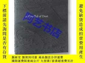 二手書博民逛書店a罕見Handful of Dust (2nd edition)