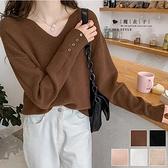 【QV3286】魔衣子-純色V領排扣袖造型針織長袖上衣