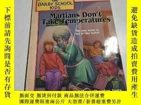 二手書博民逛書店Martians罕見Don t Take Temperature